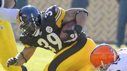 The Steelers&#039; Willie Parker tries to grind out some distance as the Browns&#039; D&#039;Qwell Jackson works to slow him down in the first quarter Sunday.