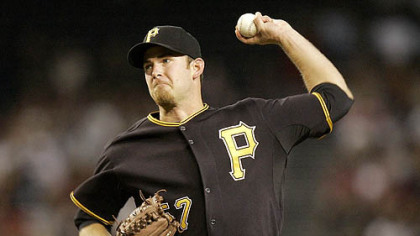 Pirates pitcher Zach Duke delivers a pitch against the Diamondbacks during the first inning of last night's game in Phoenix.