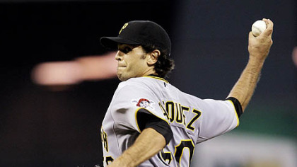 Pirates pitcher Virgil Vasquez throws a pitch against the Astros during the first inning of last night's game.