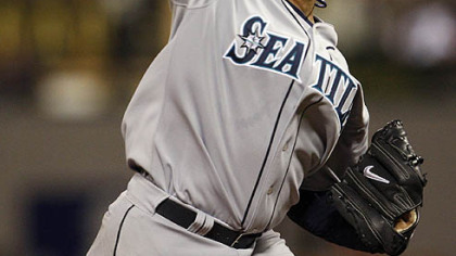 Felix Hernandez of the Mariners pitches during the sixth inning.