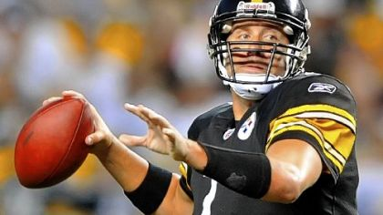 Ben Roethlisberger drops back to pass against the Bills last night at Heinz Field.