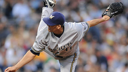 Brewers pitcher Branden Looper delivers against the Pirates.