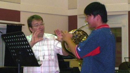 William Caballero, Pittsburgh Symphony Orchestra principal horn, giving advice in a master class with Guan Yue, a horn player student, at the Shanghai Conservatory of Music in May, 2009.