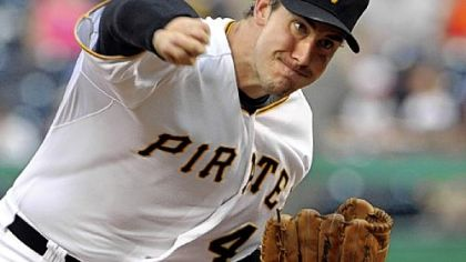 Pirates pitcher Ross Ohlendorf throws against the Cubs last night.