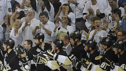 Sidney Crosby high fives his teammates after scoring against  the Red Wings in the second period at the Mellon Arena