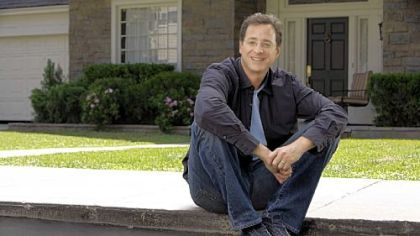 "Bob Saget returns to sitcom fatherhood in ""Surviving Suburbia,"" premiering tonight."