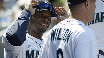 Mariners Ken Griffey Jr. talks to new Mariners shortstop Jack Wilson.