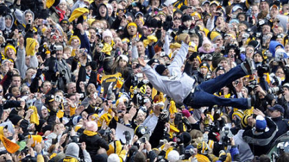 Steelers&#039; safety Ryan Clark leaps from his vehicle into the waiting arms of Steelers fans lining the Boulevard of the Allies.