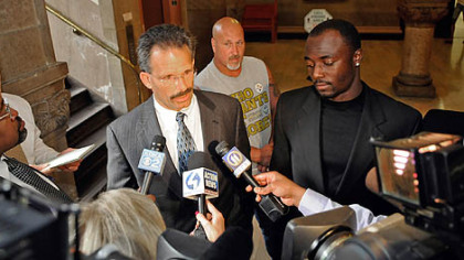 Santonio Holmes faces the media this morning with his attorney, Robert DelGreco. Marijuana charges against Mr. Holmes were dismissed in Allegheny County Common Pleas Court.
