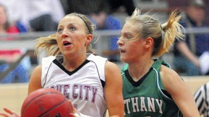 Grove City College senior point guard Reann Szelong, left, a Hampton High graduate, drives to the basket against Bethany's Kaitlyn McCormick in a game last week.