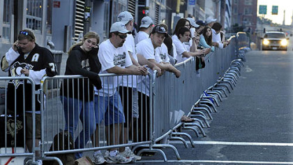 Penguins' fans lined the Boulevard of the Allies near the intersection with Stanwix Street around 6:30 this morning.