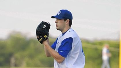 Aaron Crow, pitcher for the independent Fort Worth Cats.