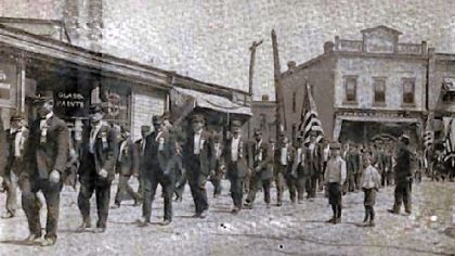 Pressed Steel strike, McKees Rocks, 1909. Head of funeral procession.