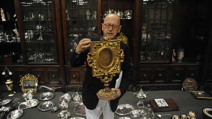 Graham Shearing with an 18th-century gilt gessoed reliquary frame that will be part of the auction.