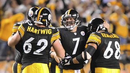 Steelers Ben Roethlisberger celebrates with his teammates after scoring the team&#039;s first touchdown against the Titans in the second quarter at Heinz Field last night.