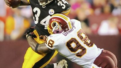 Steelers running back Rashard Mendenhall breaks away from the Redskins&#039; Brian Orakpo in first-half action last night.