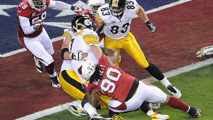 Ben Roethlisberger is stopped short of the goal by Cardinals&#039; Calais Campbell, left, and Darnell Dockett, bottom, in the first quarter tonight at Super Bowl XLIII.