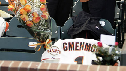 A couple weep near the seat of Sue Burns, a part owner of the Giants who lost her fight with cancer, prior to last night&#039;s game.
