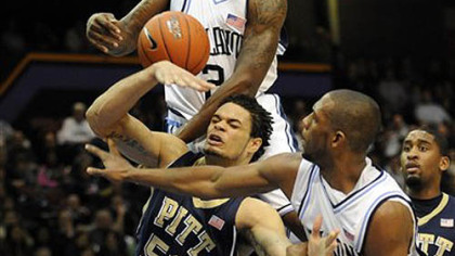 Villanova's Corey Stokes, top, and Dwayne Anderson, right, strip the ball away from Pitt's Gary McGhee during the first half of last night's game in Philadelphia.