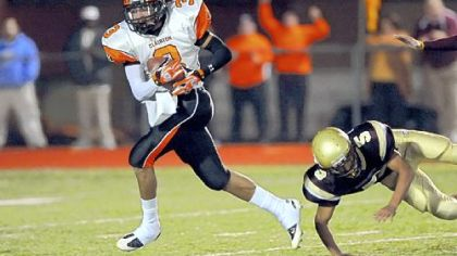 Wide receiver Kevin Weatherspoon, who helped Clairton win the WPIAL Class A title last season, has given Pitt a verball commitment.