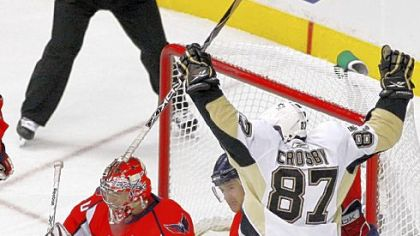 Sidney Crosby celebrates his first-period goal against Capitals goalie Simeon Varlamov.