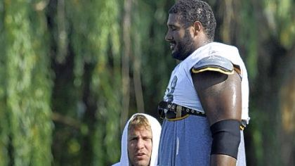 Ben Roethlisberger talks with Max Starks near the end of practice yesterday. Roethlisberger injured his right foot when Starks fell on him during pass drills near the end of practice.