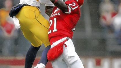 Rutgers&#039; Devin McCourty, right, breaks up a pass intended for West Virginia&#039;s Jonathan Scott in the first half yesterday in Piscataway, N.J.