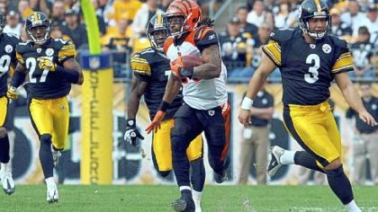Bengals running back Bernard Scott runs a kickoff back for a touchdown in the first quarter against the Steelers at Heinz Field yesterday.