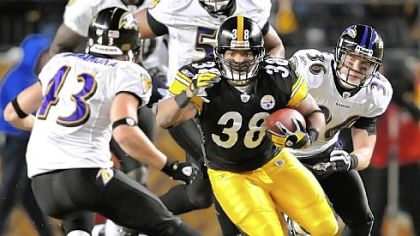 The Steelers re-signed fullback Carey Davis.