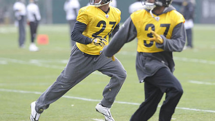 Steelers cornerbacks Joe Burnett, left, and Anthony Madison go through a drill at yesterday's practice on the South Side.