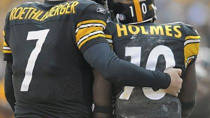 Steelers quarterback Ben Roethlisberger gives wide receiver Santonio Holmes a hug after scoring a touchdown in the second quarter yesterday at Heinz Field.