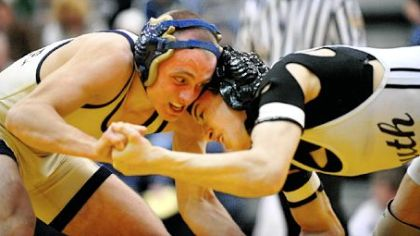 Frank Martellotti, left, of Shady Side Academy defeats South Side Beaver's John Prezzia in the 130-pound title match in the Powerade Tournament.